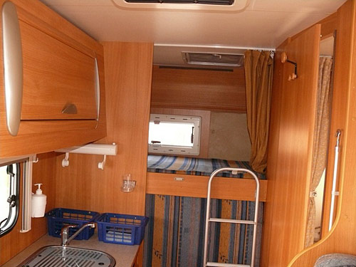 motorhome hire croatia challenger genesis 33. Black Bedroom Furniture Sets. Home Design Ideas